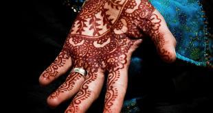 Natuurlijke henna heeft een bruinrode kleur.