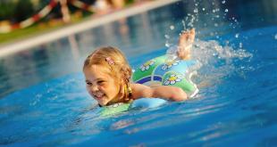 Onderhoudsproducten voor het zwembad zijn gevaarlijke producten! Mits de nodige voorzichtigheid kunnen ze veilig gebruikt worden.