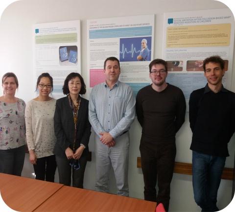 Op de foto zie je de delegatie samen met de administratief directeur en de apothekers van het Antigifcentrum.