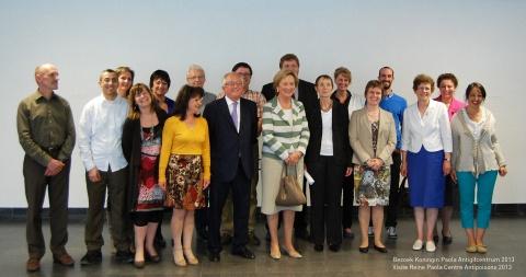Groepsfoto bezoek Koningin Paola aan het Antigifcentrum 2013