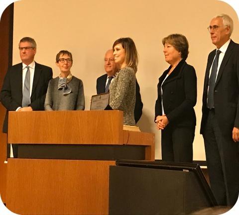 Dr. Nelly Saenen (midden op de foto) heeft de 'Prijs dr. Monique Govaerts' gewonnen.