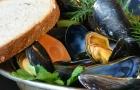Het consumeren van schelpdieren kan in uitzonderlijke gevallen samengaan met een voedselvergiftiging.