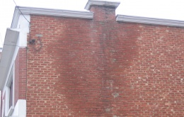 Condensatie veroorzaakt vochtproblemen in de muren en verlaagt de temperatuur in het rookkanaal.