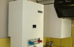 Een waterverwarmer of keukengeiser is een klein toestel op gas voor de productie van warm water (een elektrisch toestel produceert geen CO) en meestal niet aangesloten op een schoorsteen.