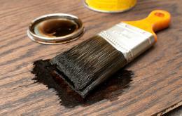 Carbolineum is een roodbruine, olieachtige, ontvlambare vloeistof afkomstig uit steenkooldestillatie. Het heeft een zeer ingewikkelde samenstelling met derivaten van naftaleen, fenol en polycyclische aromatische koolwaterstoffen.