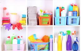 Was- en huishoudproducten moeten absoluut buiten het zicht en het bereik van kinderen bewaard worden teneinde ongevallen te voorkomen.