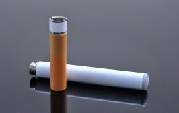 Net zoals gewone sigaretten(peuken) gevaarlijk zijn voor kinderen, vormen elektronische sigaretten en de vullingen die nicotine bevatten een risico voor hen.